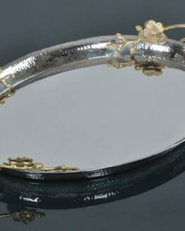 OVAL HAMMERED TRAY WITH BRASS HANDLE Dimension 53x33x8 (cm) MaterialS.STEEL WITH BRASS